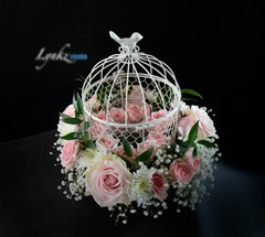 small guest table centerpieceth pink roses.jpg