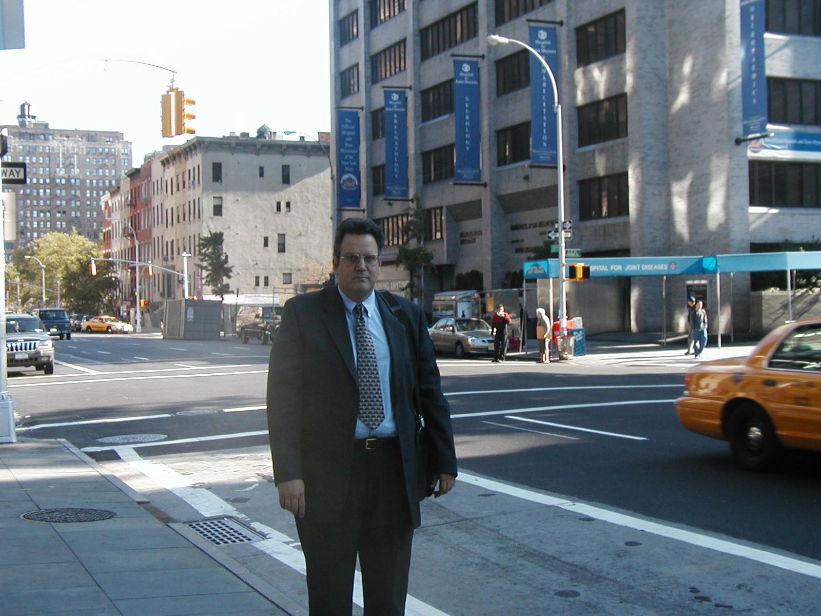 Μπροστά από το HJD Νέα Υόρκη .