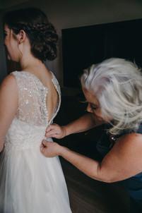 Bride getting ready UF Hilton