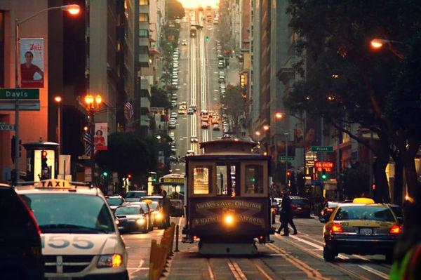 Cable_car_on_California_Street-min.jpg