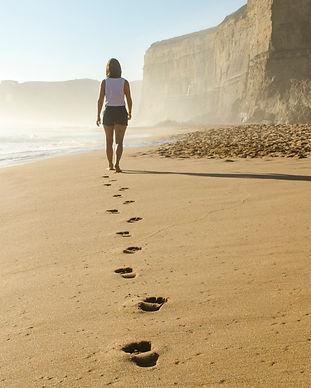 Footprints%20on%20sand%20beach_edited.jp