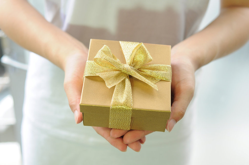 gift-box-2458012_1920.jpg