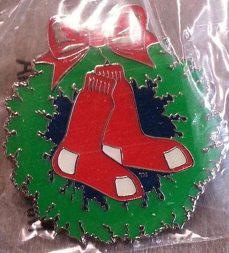 BOSTON RED SOX Merry Christmas WREATH Lapel Pin