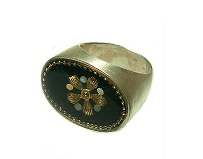 Black oval ring with gold flower and zircon stones