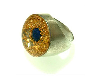 Oval ring with lapis stone