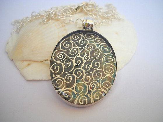 Oval silver pendant necklace