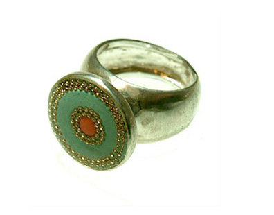 Green round ring with coral stone