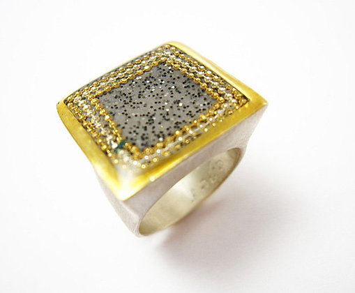 Square grey ring with black dots