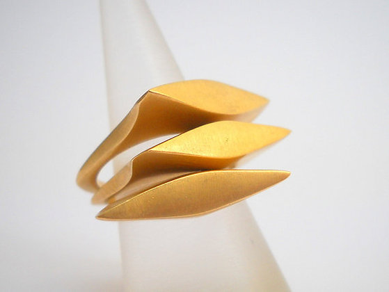 brase stacking three rings