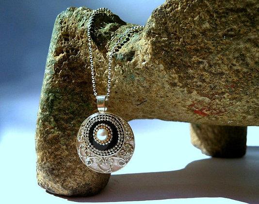 Pendant inlaid & a pearl filigree silver pendant