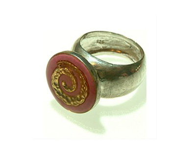 Bourdeaux oval ring with gold spiral