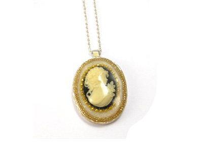 Madona medallion pendant necklace