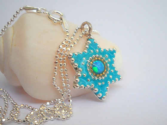 Blue star silver pendant inlaid with an Opal