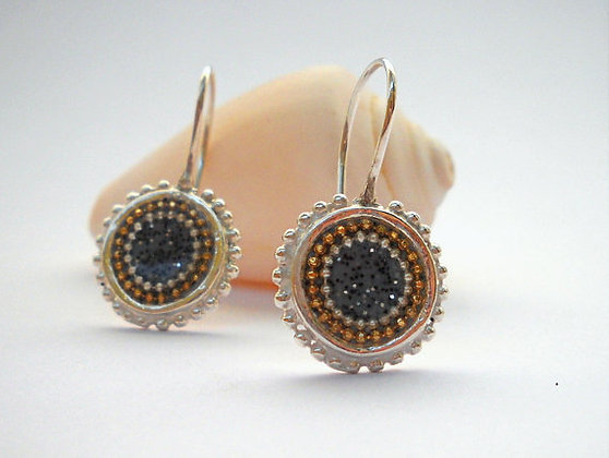 Grey center earrings with dotted circles