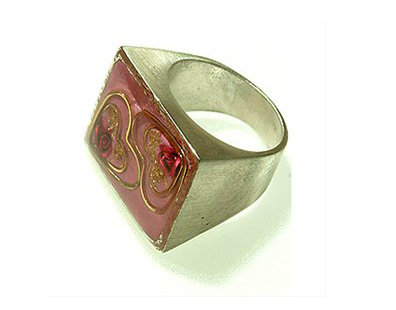 Rectangle ring with two hearts and two roses