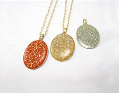 Gold filgree elips pendant necklace