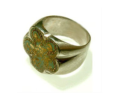 Flower shape ring with gold foil