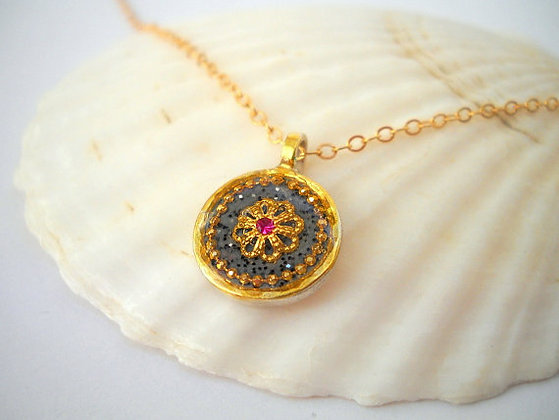 Pendant necklace with filigree flower & pink stone