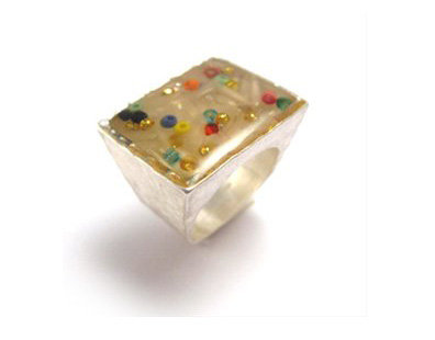 Colorfull dots square ring