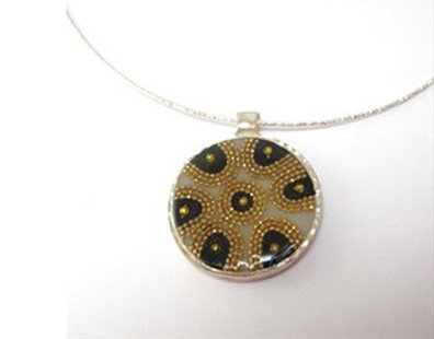 Flower  gold and black pendant necklace