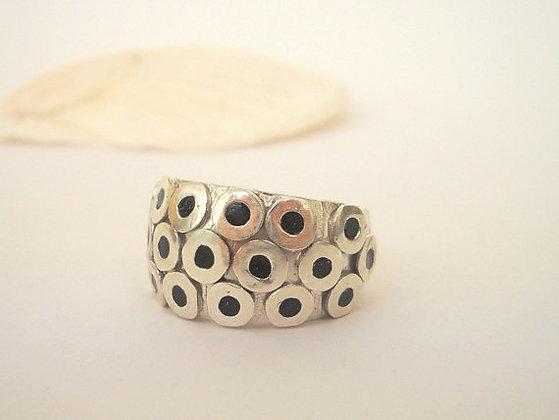 Black circles ring