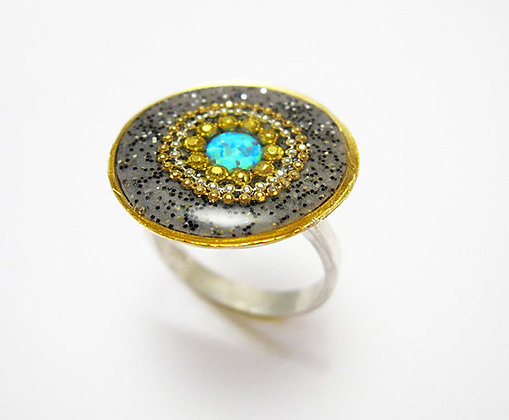 Round opal ring