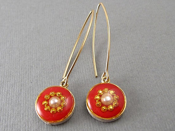 Red hook earrings with pearl