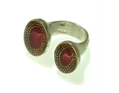 Bourdeaux ring with gold dots contours