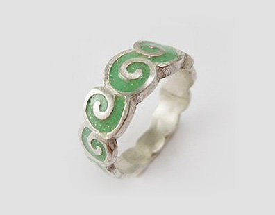 Green wave ring