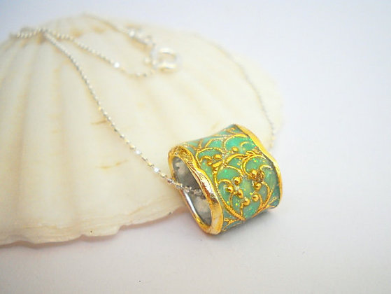 Gold plated filigree Pendant necklace