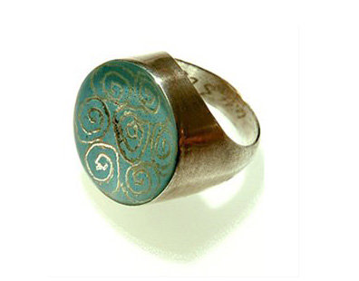 Oval ring turquoise blue with spirals