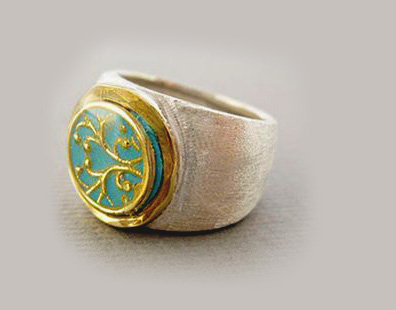 Blue ring with gold filigree