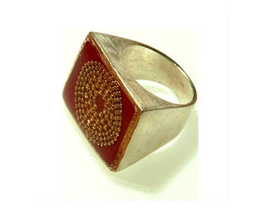 Rectangle bourdeaux ring with gold dots circles