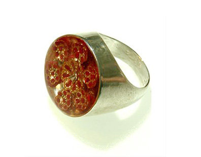 Red oval ring with  7 flowers