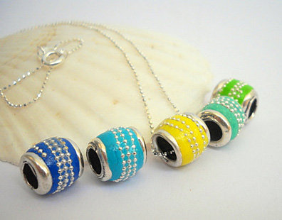 Colorful bead pendant