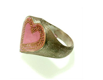Heart pink ring with gold dots contour