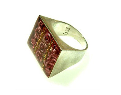 Rectangle ring with 9 red roses