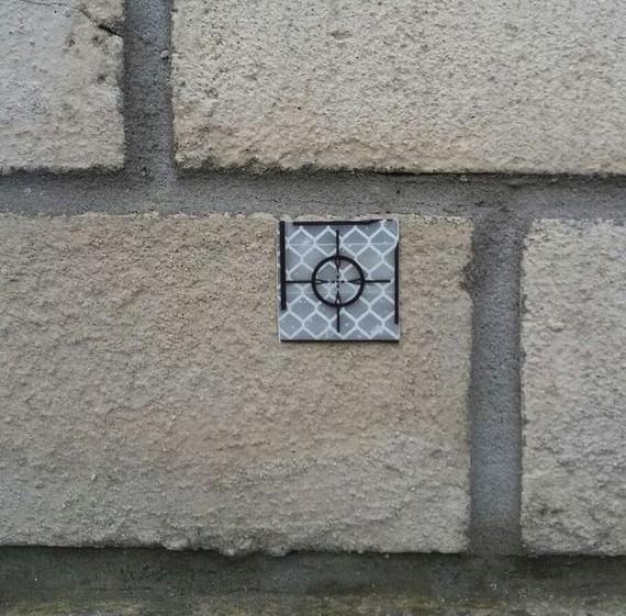 Светоотражающая марка для измерения крена стен