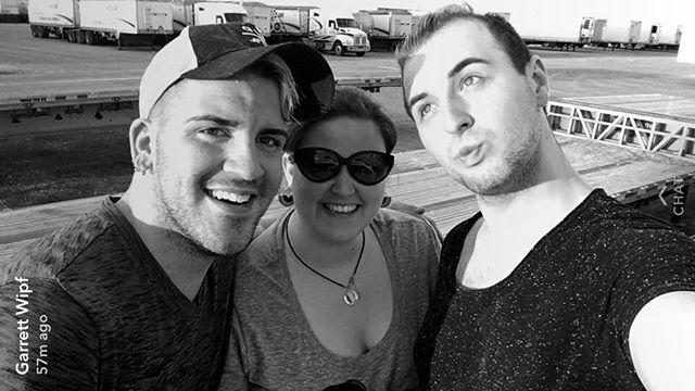 Pride Float crew 🇮🇱 Johanna Reinberg, _blue_eyed_vienna_bunny and _fabu_les_hair aka _mgcfabules #