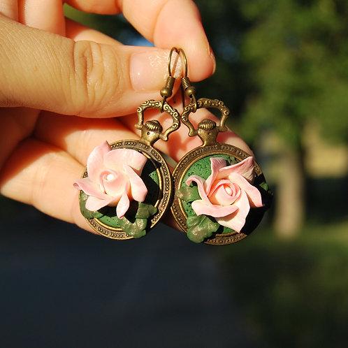 Cercei trandafiri alb-roz