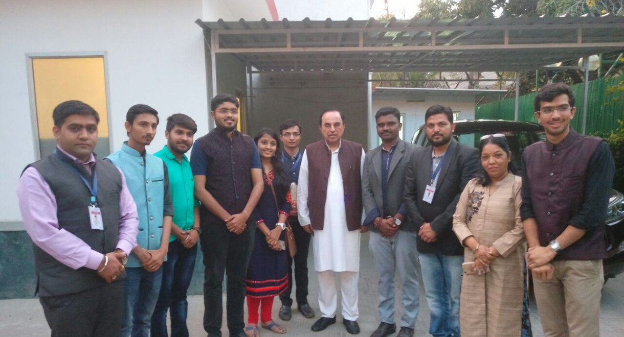 PMLG Students with MP Subramanium Swamy.