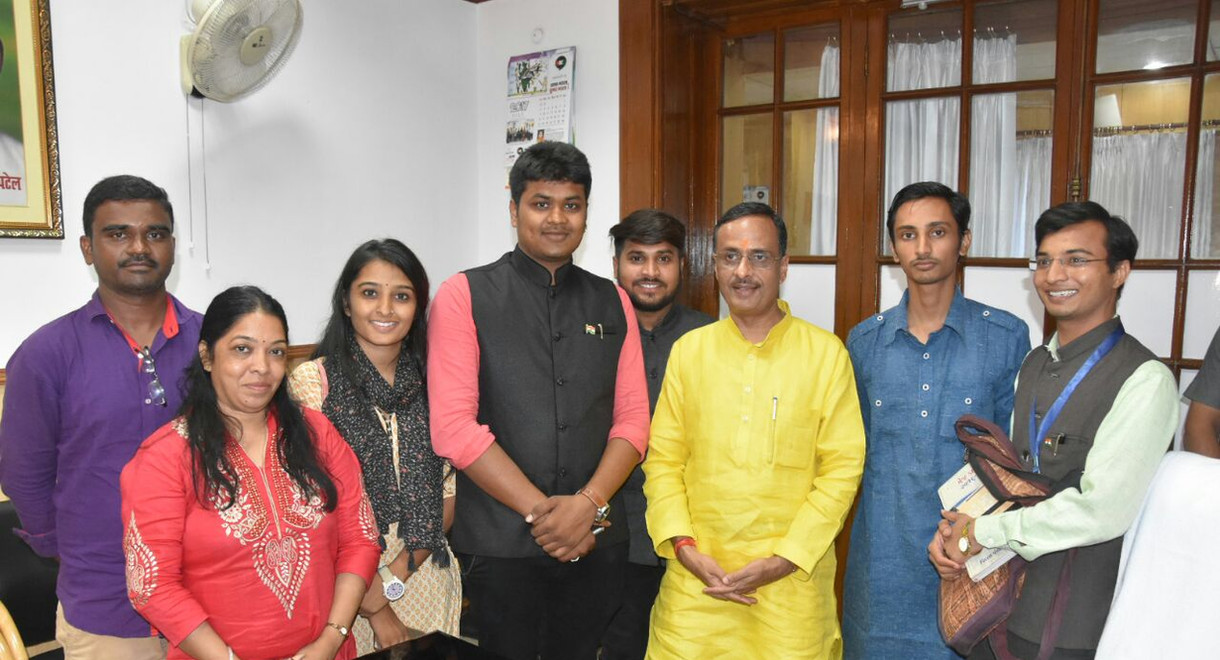 PMLG Students with Deputy CM Dinesh Shar