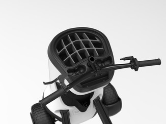 The Club Looper had storage spaces in the cap for balls and tees for easy access, plus a magnetic phone holder.