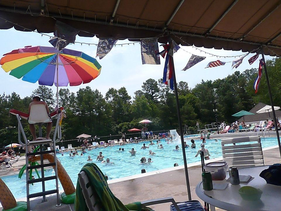 Walton Park Pool in season.