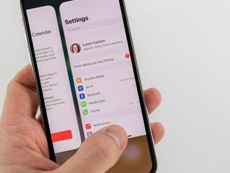 Tancar les aplicacions d'iOS contínuament no serveix de res, t'expliquem per què.