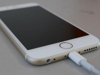 Es fa malbé la bateria del teu iPhone si no el carregues amb el carregador apropiat?