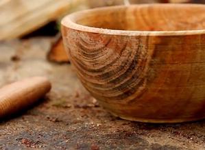 Creuser un bol en bois