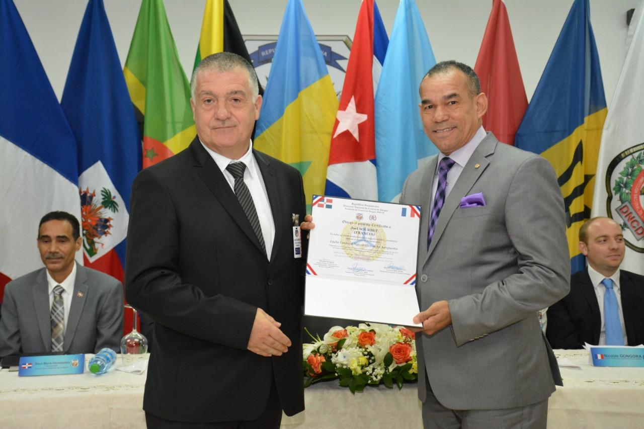 Présidente_D.N.C.D_Vicealmirante_Félix_A