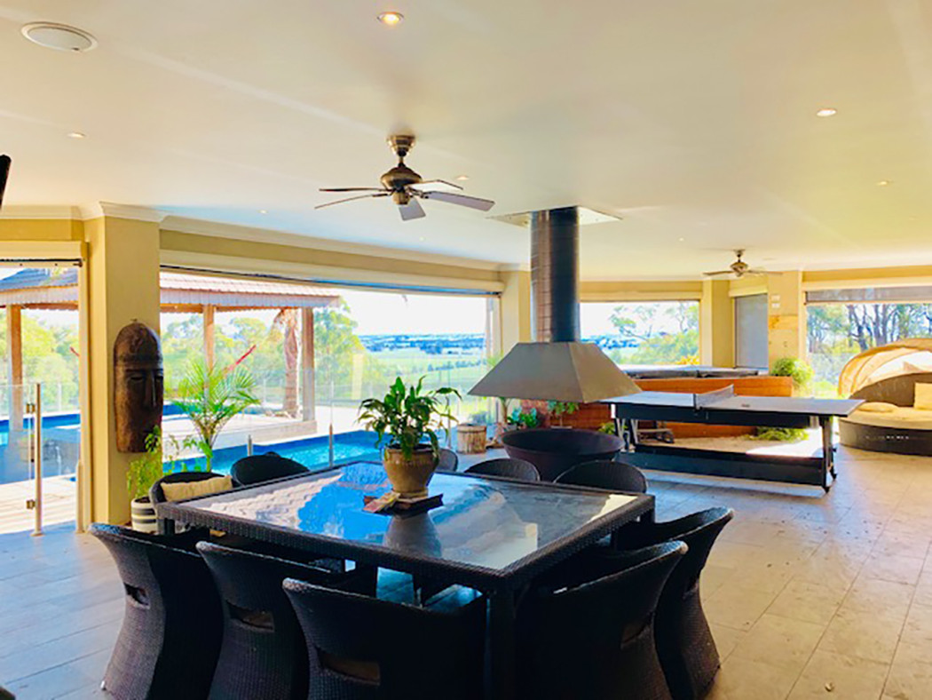 Luxury Accommodation - The Summit11