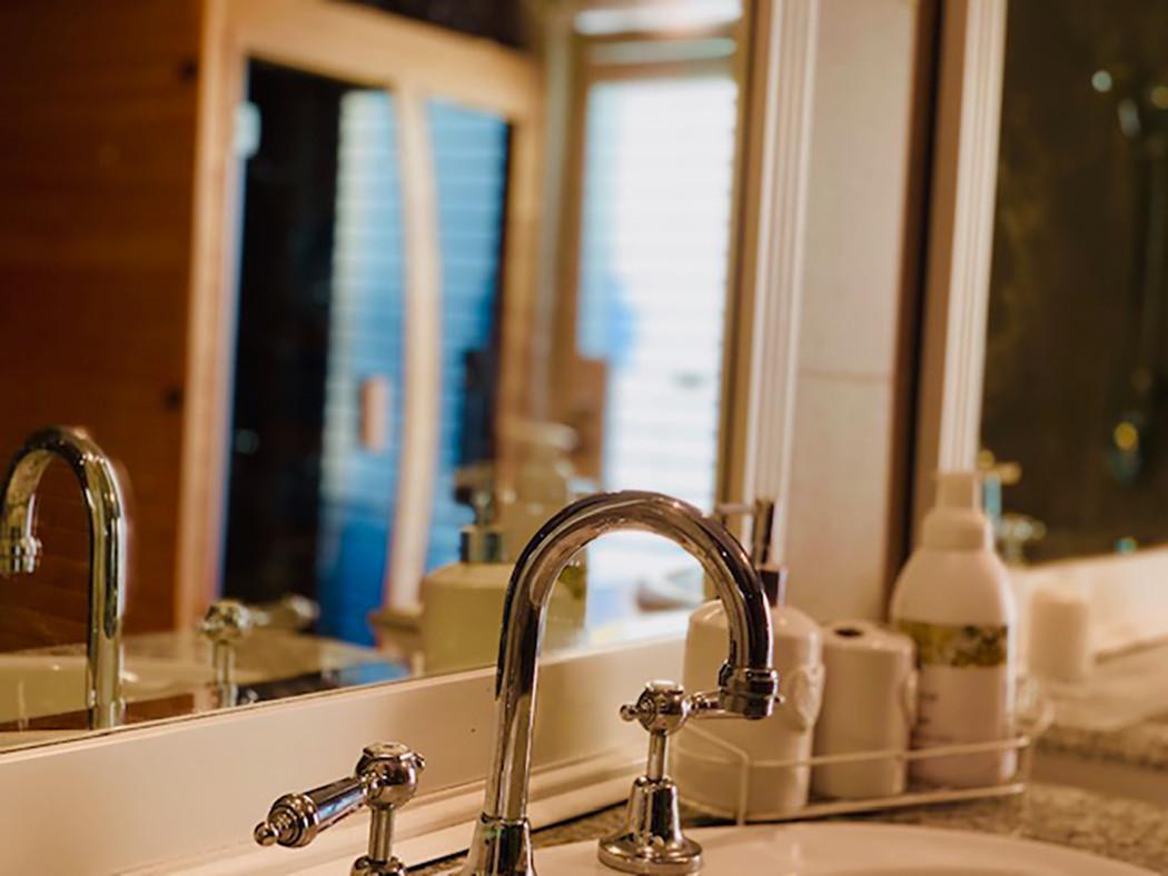 Luxury Accommodation - The Summit23